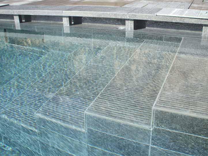 Piastrelle per interno piscina mattonelle per piscine pavimenti