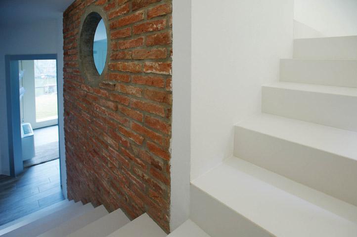 Scala in gres porcellanato monolitica for Rivestimento scala interna in gres porcellanato