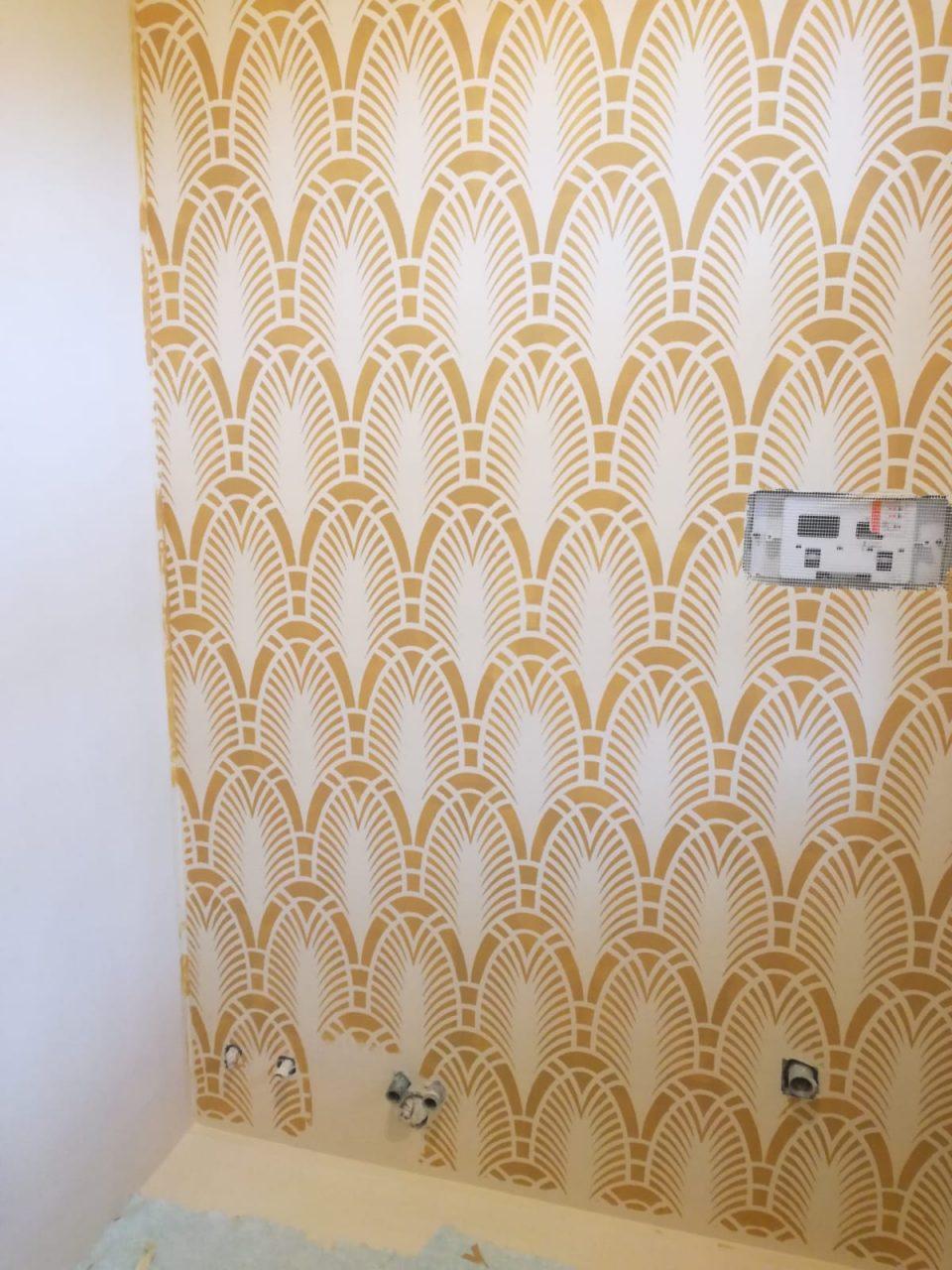 Rivestimento bagno in cemento resina con stencil morosin for Stencil per piastrelle bagno